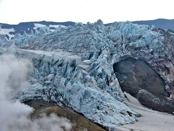 glaciers of Mutnovsky volcano